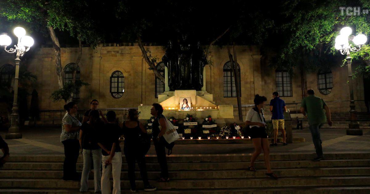 Свечи и цветы: на Мальте почтили память журналистки, которая расследовала Panama Papers