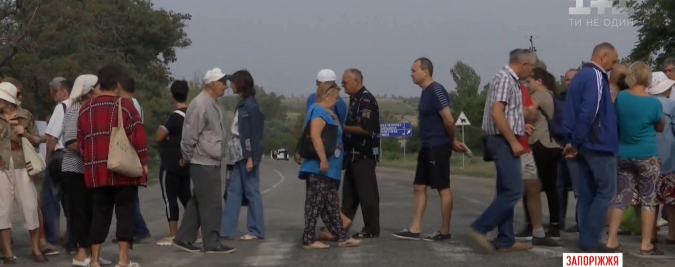 На Запорожье жители перекрыли трассу в знак протеста против строительства новой ТЭЦ