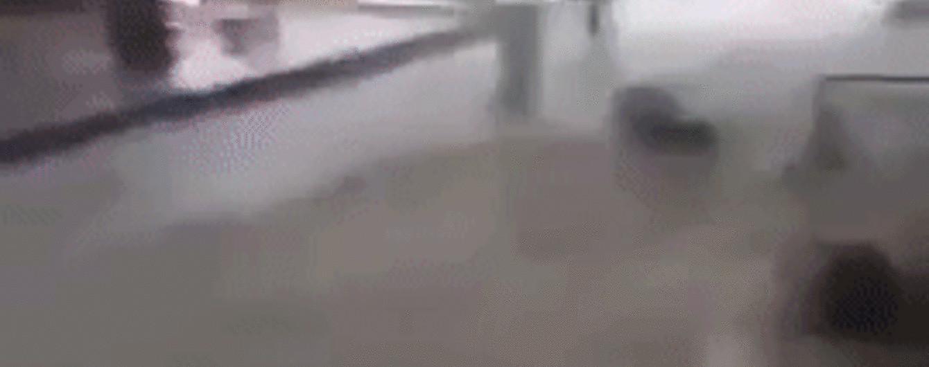 Во время ливня в Ялте вода сбивала с ног людей и уносила их вниз по течению на немалой скорости