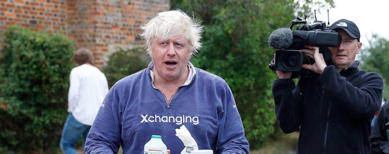 Экс-главу британского МИД Джонсона выгнали из дома за измену