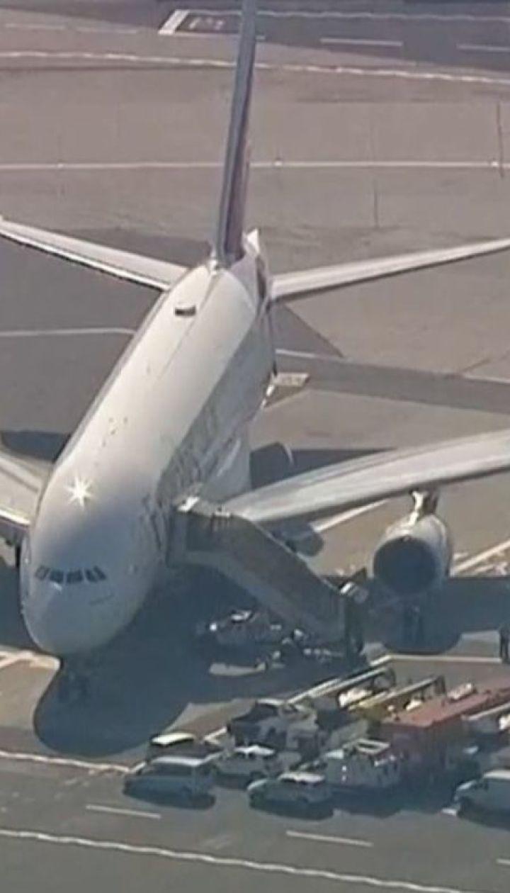 """""""Больные"""" рейсы: в Филадельфии приземлились два самолета, в которых заболели люди"""