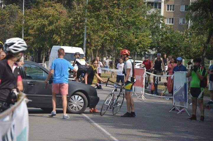 Mercedes, еврономера, велосипедист