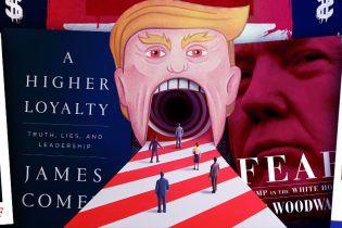 """""""Навіжений"""" президент з інтимною зачіскою Йеті: яким постає Трамп зі сторінок присвячених йому книжок"""