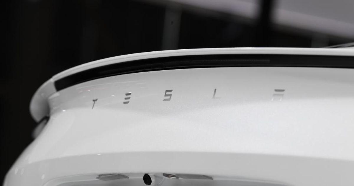 В Швейцарии показали Tesla Roadster и рассекретили возможности авто