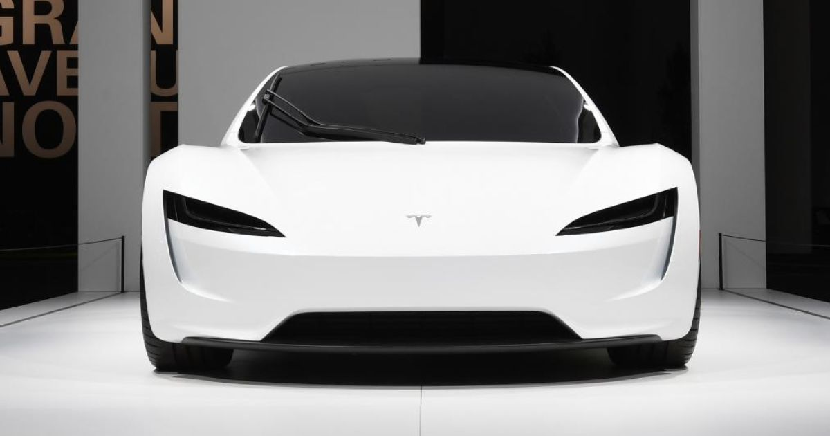 У Швейцарії показали Tesla Roadster та розсекретили можливості авто