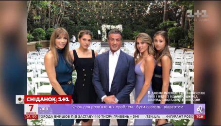 Сильвестр Сталлоне опубликовал собственное фото в компании дочерей и жены