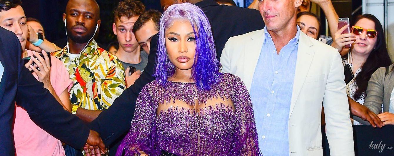 """В """"голом"""" платье и с фиолетовыми волосами: Ники Минаж в откровенном образе блистала на церемонии"""