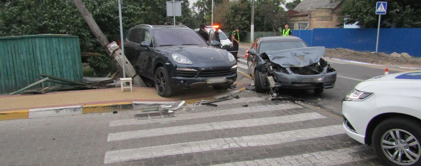 """Під Києвом автомобіль """"вилетів"""" на тротуар та вбив випадкового перехожого"""