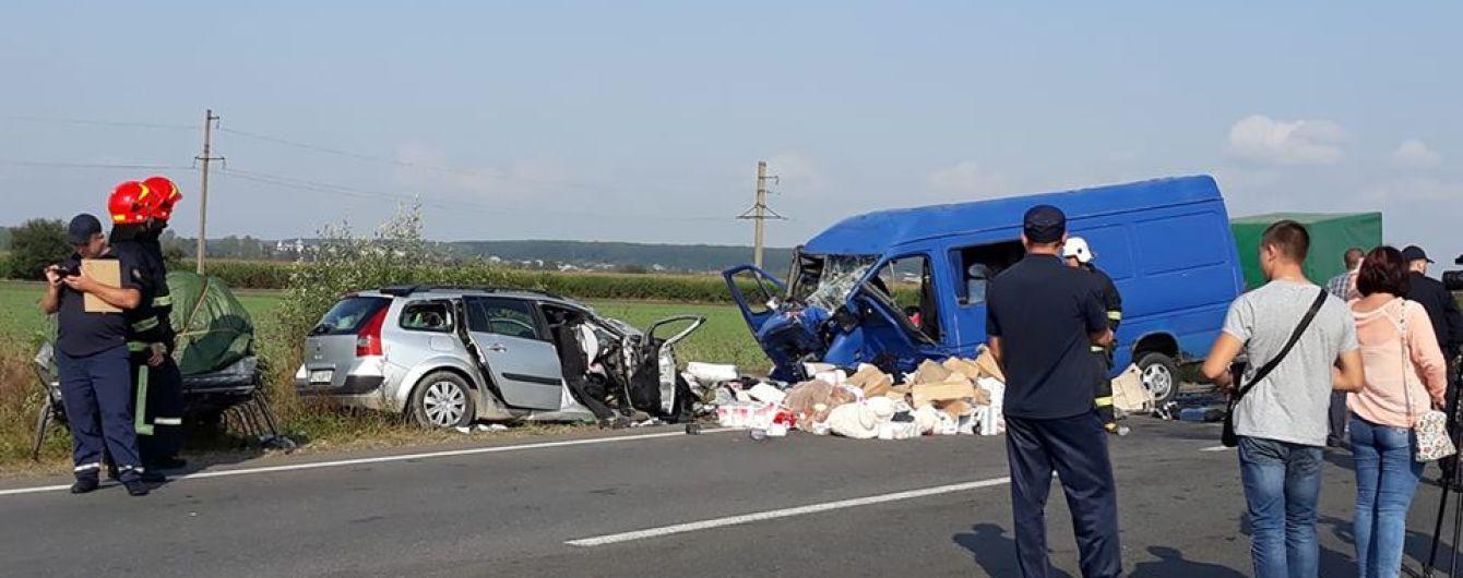 На Прикарпатье столкнулись легковушка и микроавтобус с пассажирами, погибли дети