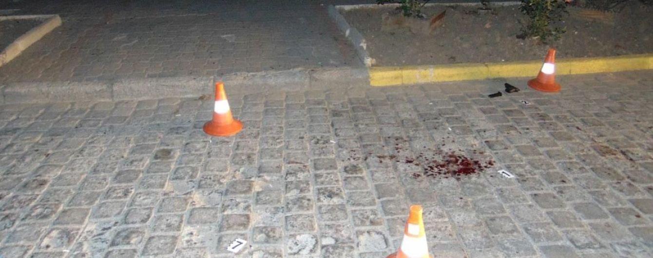 В центре Черновцов ночью произошла перестрелка: ранены двое людей