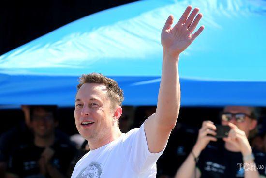 Акції Tesla впали на 12% після звинувачень Маска у шахрайстві