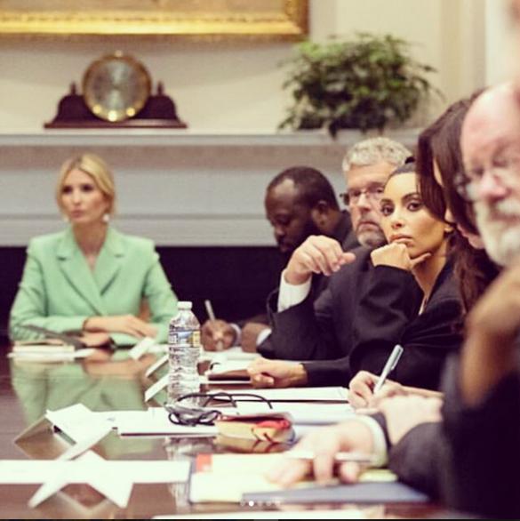 Иванка Трамп и Ким Кардашьян надели на встречу деловые костюмы_1