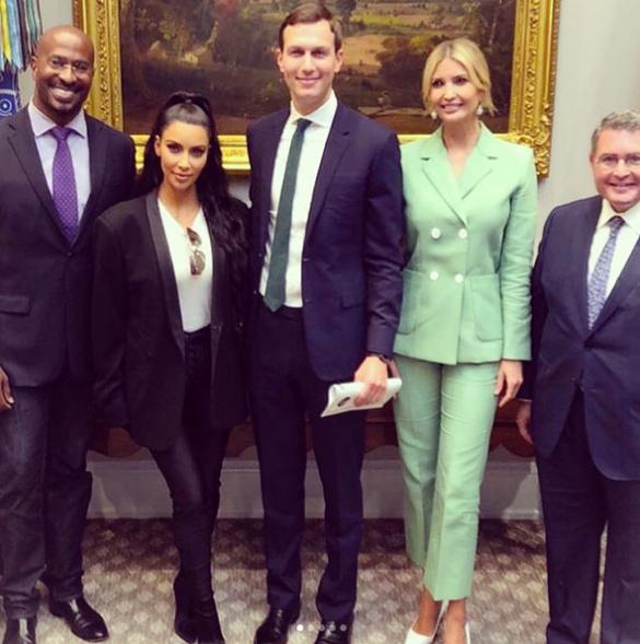 Иванка Трамп и Ким Кардашьян надели на встречу деловые костюмы_2