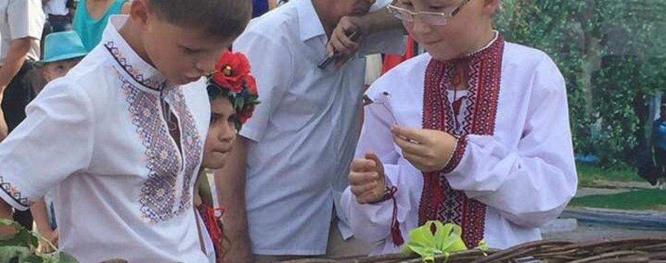 На Чернігівщині встановили національний рекорд, розмістивши у кошику з лози 62 дітей