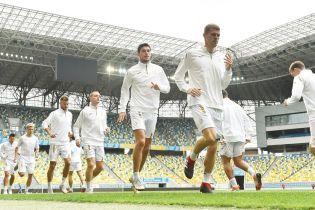 В белой форме и после дождя: сборная Украины провела открытую тренировку во Львове