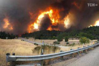 2000 пожежників та 100-метрова димова завіса: у Каліфорнії вирують лісові пожежі