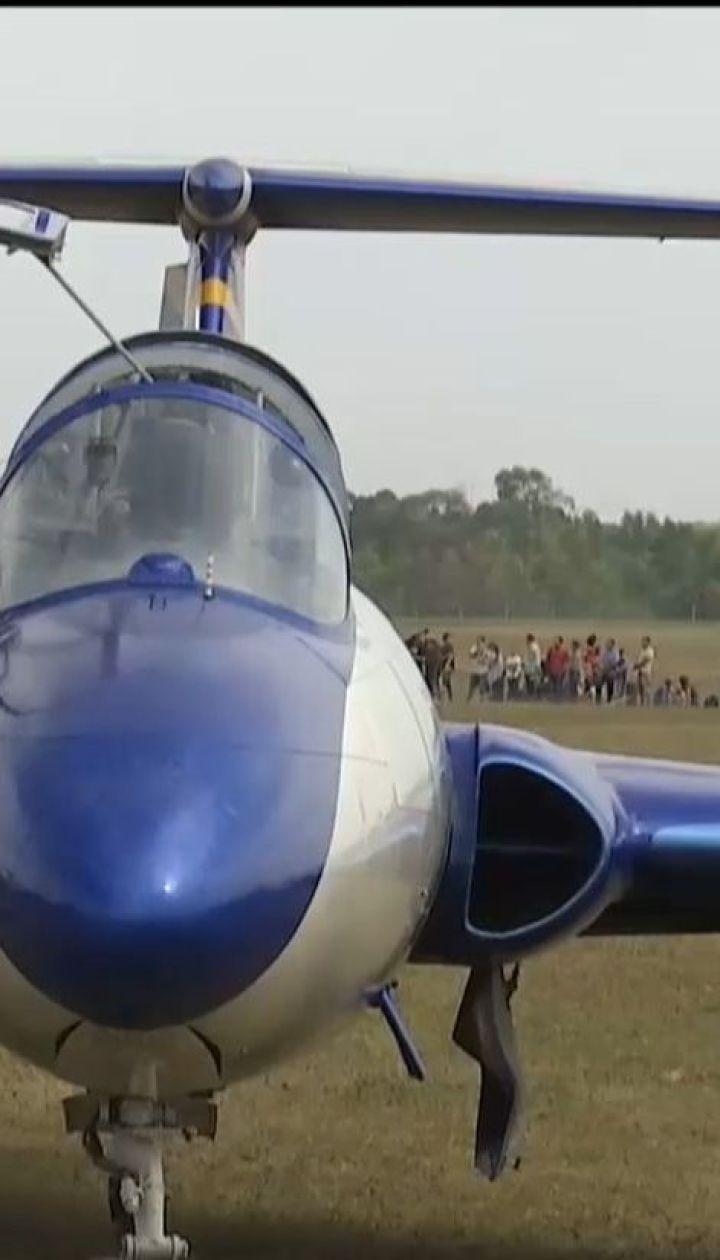 У Харкові авіатори похизувалися вмінням маневрувати на українських літаках