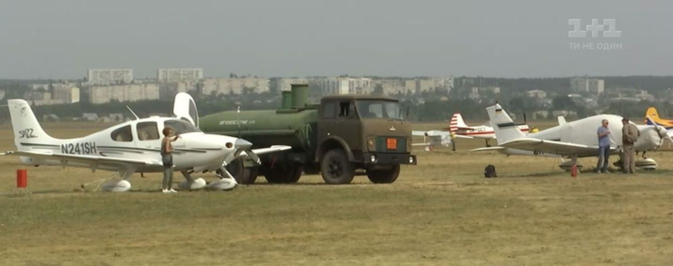 На авіашоу у Харкові показали малий літак та українські гелікоптери, які купують за кордоном