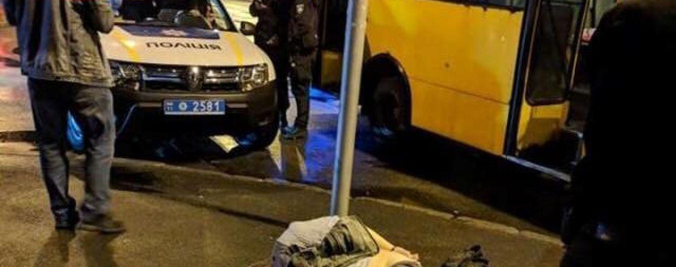 В Киеве пьяный пассажир маршрутки порезал юношу за замечание