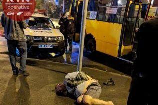 У Києві п'яний пасажир маршрутки порізав юнака через зауваження