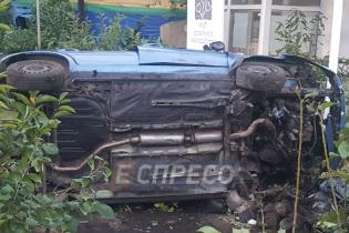 В Киеве пьяный водитель на бешеной скорости сбил на смерть женщину и уснул в кустах - СМИ