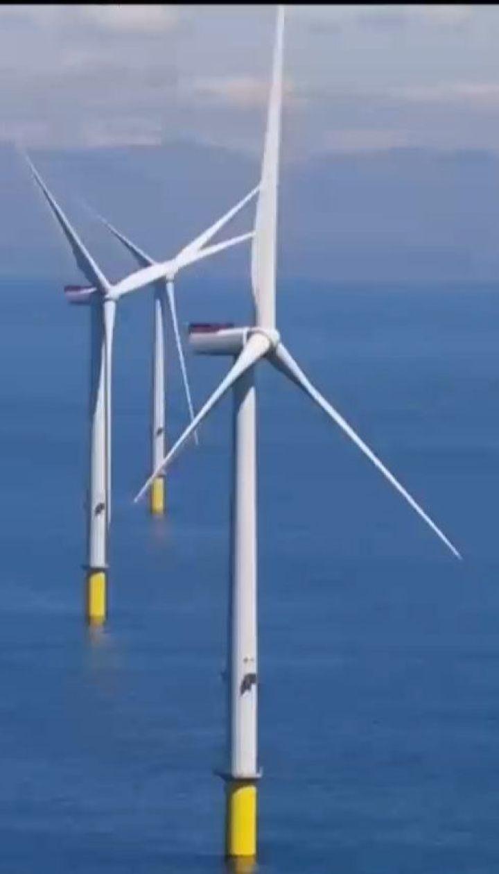 Біля узбережжя Британії запустили найбільшу у світі вітроелектростанцію