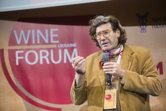 Вино із присмаком попелу: на Одещині французу-виноробу 16 років навмисно підпалюють виноградники