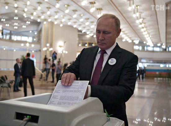 """Конфуз із Путіним: урна """"опиралася"""" його бюлетеню під час голосування за мера Москви"""