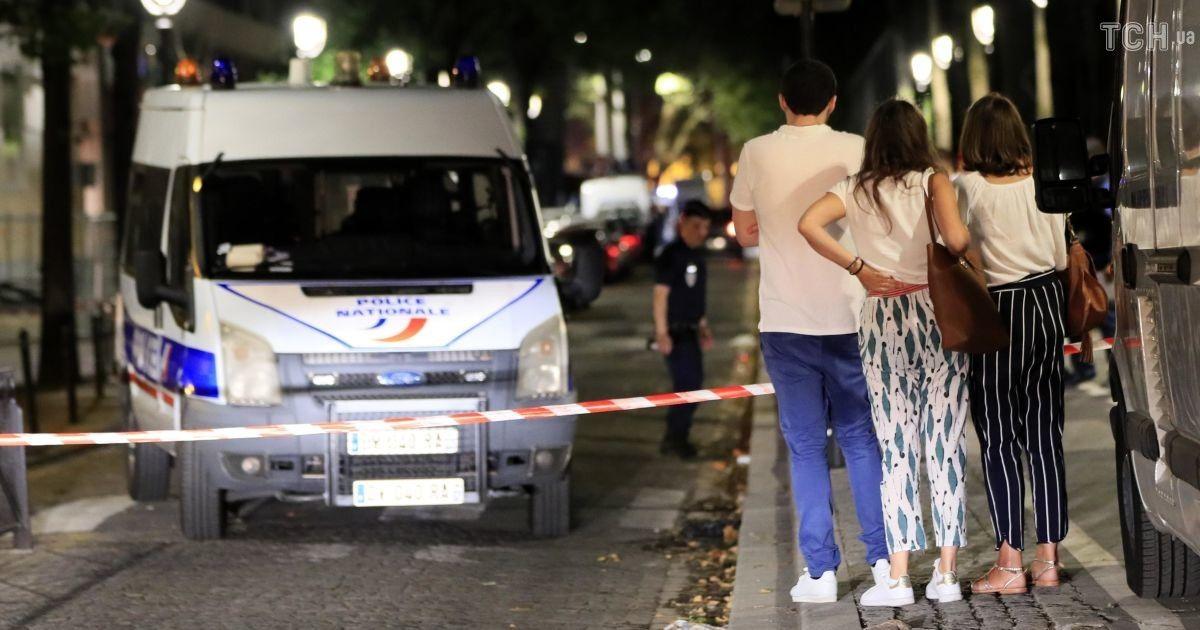 Перелякані очевидці та поліція: як виглядає місце кривавої різанини в Парижі
