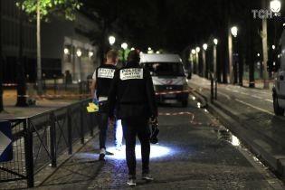 У Парижі невідомий влаштував різанину