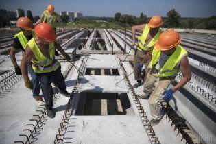 Зарплаты строителей выросли до 10 тысяч гривен
