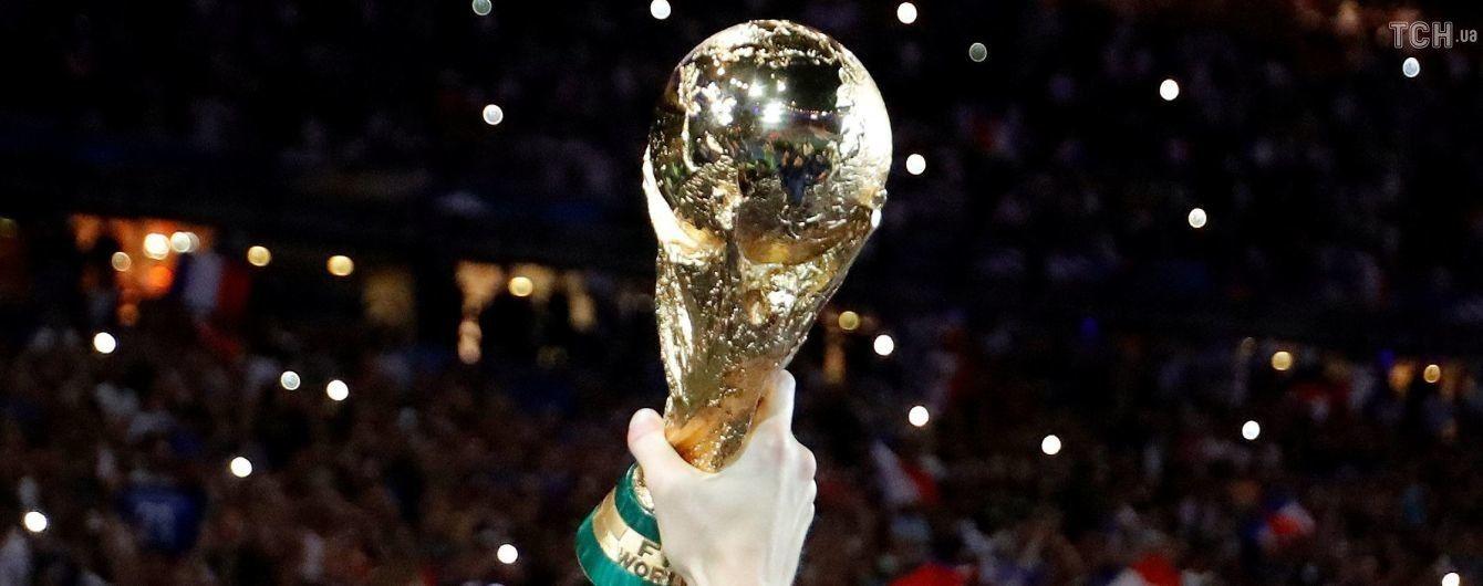 """Круте шоу у Франції. Вболівальники """"запалили"""" золоті зірки на стадіоні на честь чемпіонства збірної"""