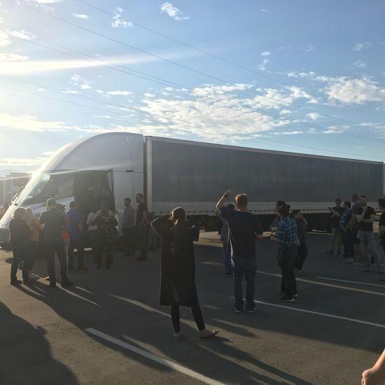 У США випробували нову вантажівку Tesla