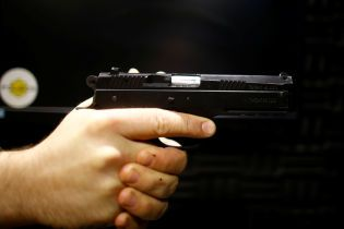 Поліцейський пояснив, чому застрелив чоловіка з ножем на Вінниччині
