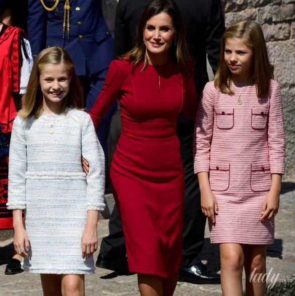 Испанская королевская семья: принц Филипп, королева Летиция, принцессы Леонор и София._5