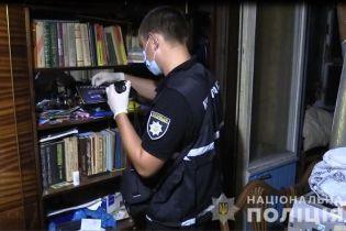 В Киеве убийца пытался спрятаться от копов под диваном у жертвы дома