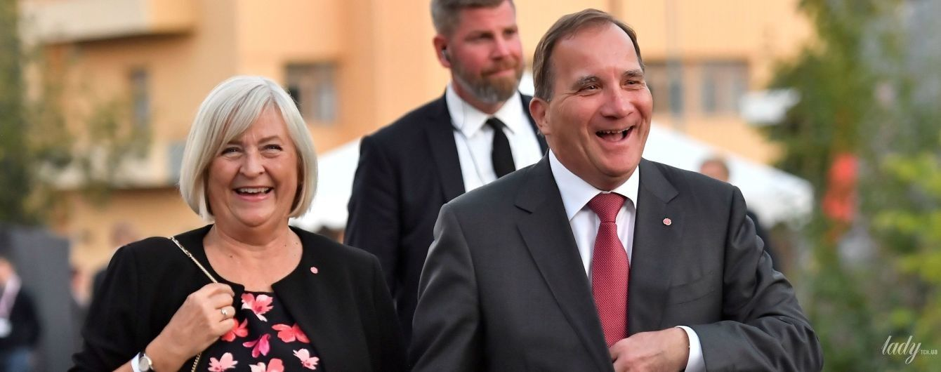 В платье с цветочным принтом и с сумочкой: эффектный образ жены премьер-министра Швеции