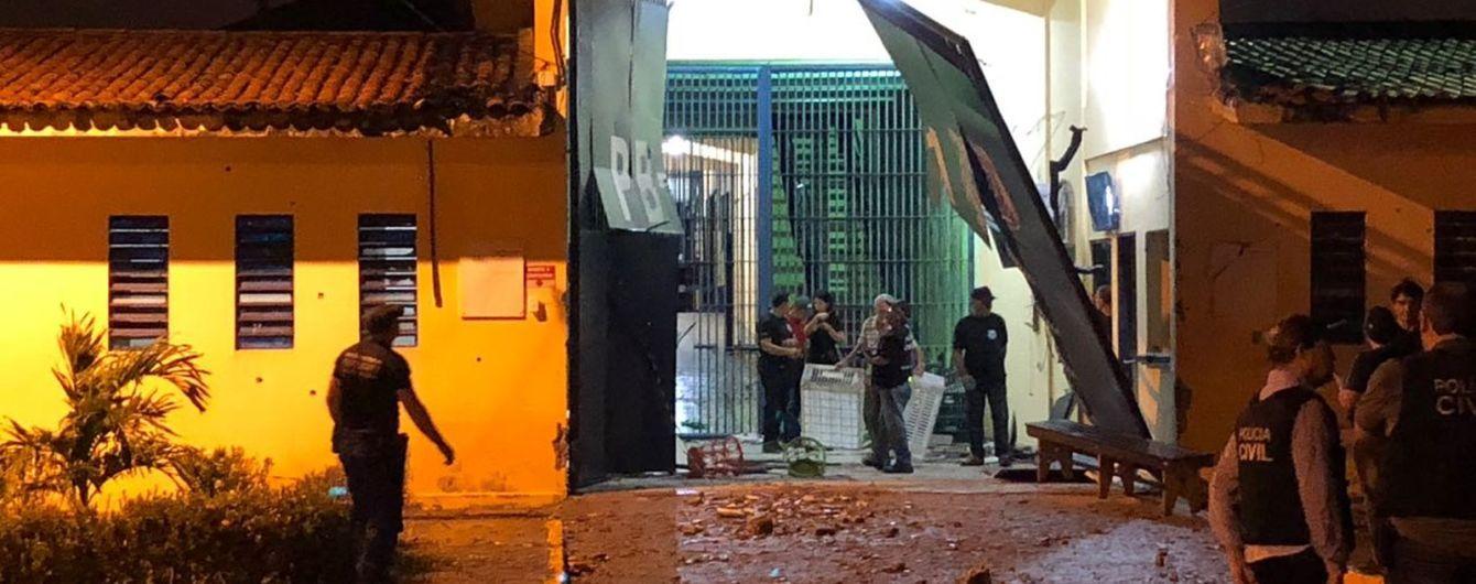 Із тюрми в Бразилії втекли більше сотні озброєних в'язнів
