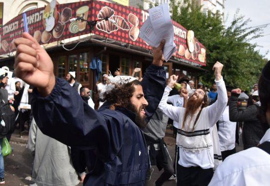 Десятки тисяч паломників і гори сміття. Як євреї зі всього світу святкують новий рік в Умані