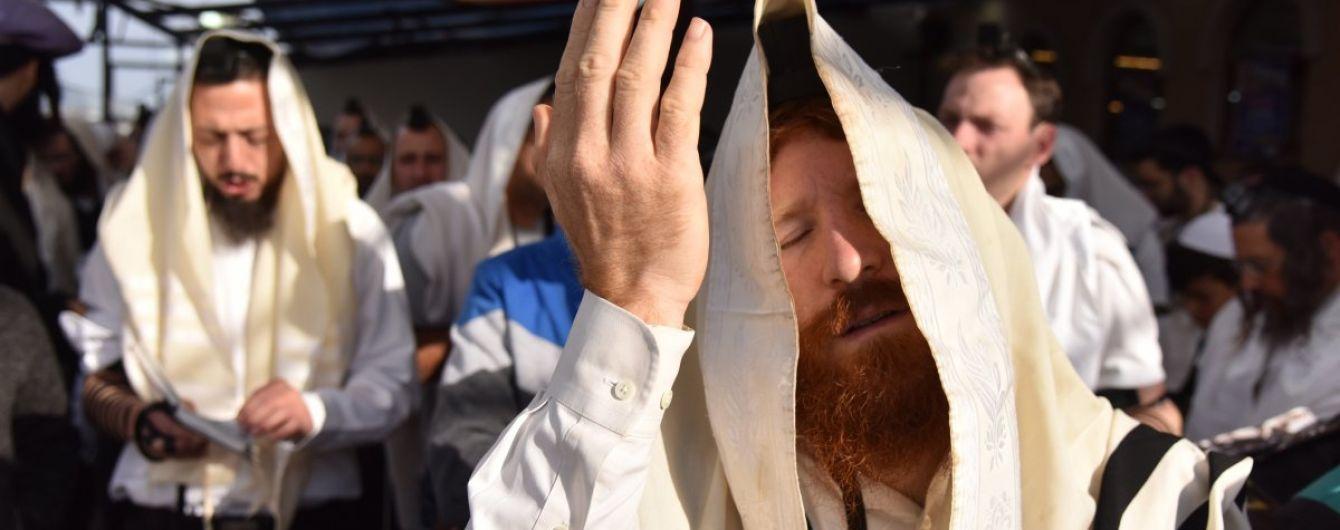 В Умани хасиды устроили погром у могилы раввина Нахмана: появилось видео
