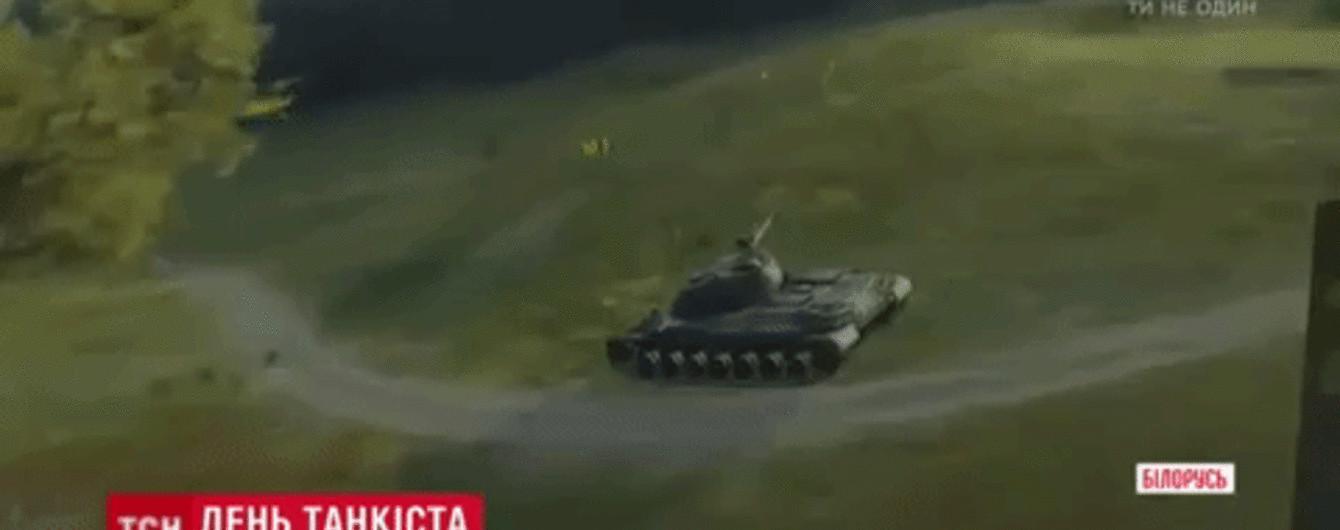 """""""Бумбокс"""" і віртуальні танкові битви: у Мінську День танкіста зібрав 200 тисяч відвідувачів"""