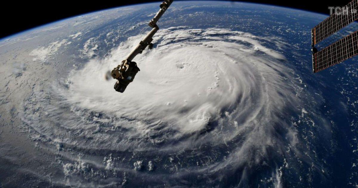 NASA показало, як потужний шторм просувається до узбережжя США
