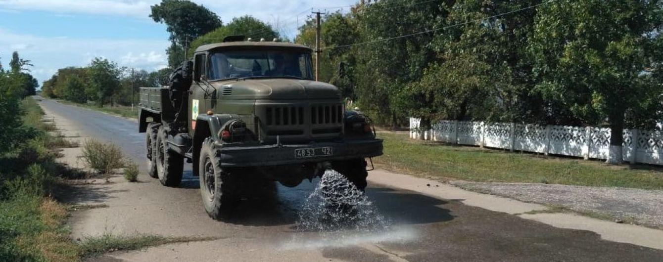 Наслідки хімічних викидів у Криму. На Херсонщині обробили спеціальним розчином 200 кілометрів доріг