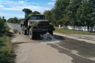 Последствия химических выбросов в Крыму. На Херсонщине обработали специальным раствором 200 километров дорог