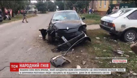 Сын мэра Прилук пьяным сбил электроопору и оставил горожан без света