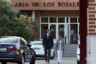 Особисто і без охорони: король і королева Іспанії відвезли доньок до школи у перший навчальний день
