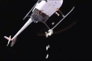 Аттракцион невиданной щедрости: американский клуб на вертолете сбросил для своих фанатов 5 тысяч долларов