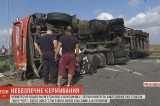 """На Ровенщине из-за аварии фуры заблокирована трасса """"Киев-Чоп"""""""