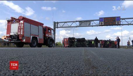 """Трасса """"Киев-Чоп"""" заблокирована из-за ДТП на Ровенщине"""