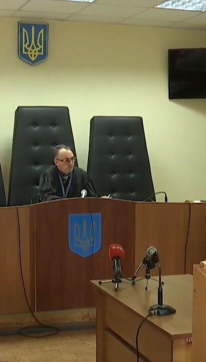 Суд посадив під цілодобовий домашній арешт депутата, який морив сина голодом